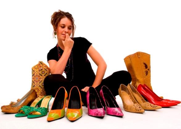 Kadınların kıyafetlerini tamamlayan en önemli parçalar ayakkabılardır. Bir çok ayakkabı çeşidinin aksine, önemli buluşmalarda ve özel gecelerde topuklu ayakkabılar, kadınların...