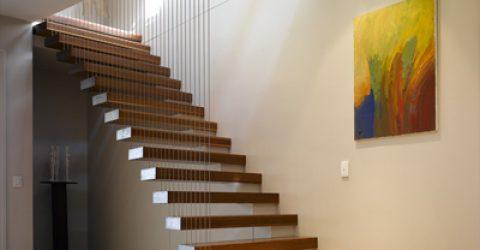 Merdiven ile Banyo Rafı Dekorasyonu